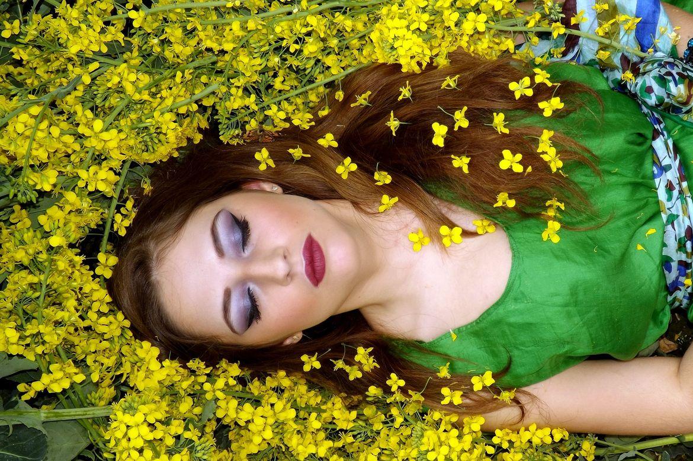 girl-1319118_1920.jpg